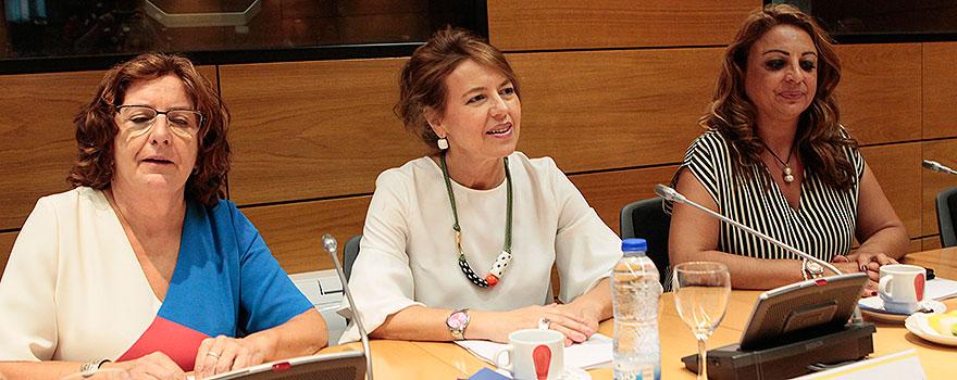 Victoria Broto, Aurelia Sánchez y Cristina Valido, consejera de Empleo, Políticas Sociales y Vivienda.