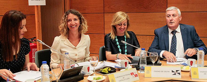 Lola Moreno, consejera de Políticas Sociales de la Comunidad de Madrid; Alicia García, Adela María Nieto y Daniel Ventura, consejero de Bienestar Social de la ciudad autónoma de Melilla.