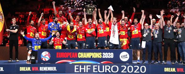 La selección española de baloncesto levanta el título de campeones de Europa.