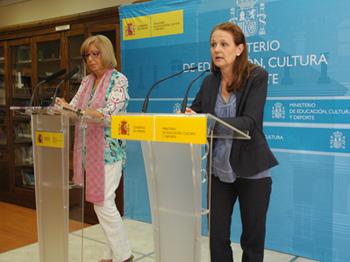 Adelaida de la Calle, presidenta de la CRUE, y Montserrat Gomendio, secretaria de Estado de Educación, este viernes.