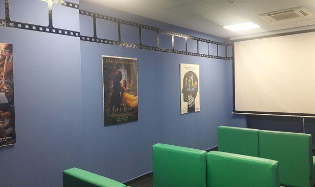 El hospital de Torrejón y Disney inauguran una sala de cine infantil