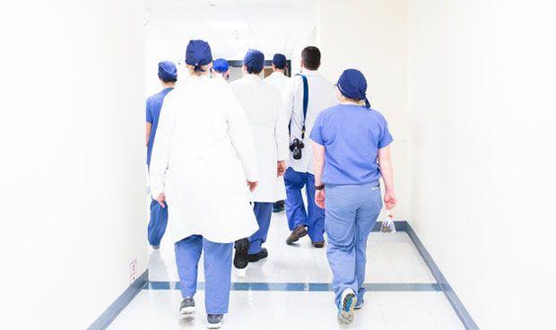'Abril negro' para los médicos jóvenes antes de la subida de paro post MIR