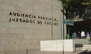 Cárcel para un médico que estafó más de 12.000 euros a un paciente