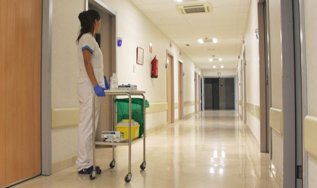 ¿Cuándo y cómo se liberaron de la falda y la cofia las enfermeras?