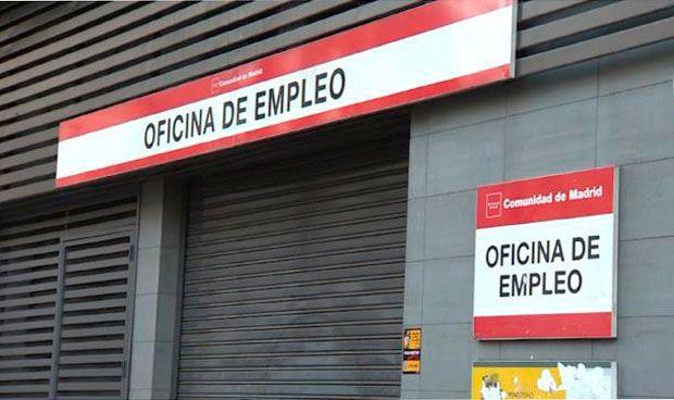 España tiene el triple de médicos jóvenes en paro que hace un año
