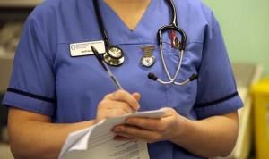 """""""¿Ganar 50.000 euros al año por trabajar de enfermera? Ni con tres sueldos"""""""