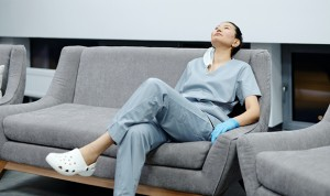 """""""Hay sanitarios que critican a médicos por dormir durante la noche"""""""