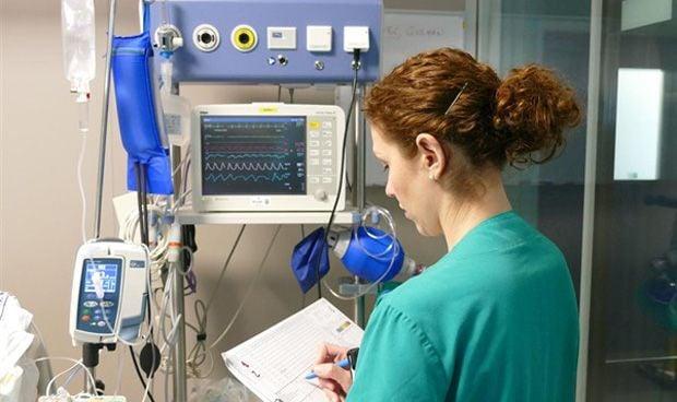 ¿Las enfermeras de la UCI miran por encima del hombro a las de planta?