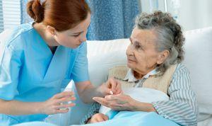 Las enfermeras de residencias se sienten aisladas