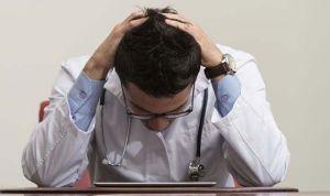 'Mi paciente me acosa': el 70% de enfermeros y el 47% de médicos lo sufre