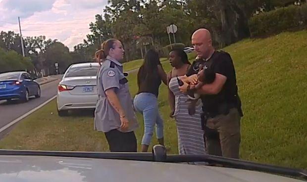 """""""No voy a esperar a la atención médica"""", y el policía logró salvar al bebé"""