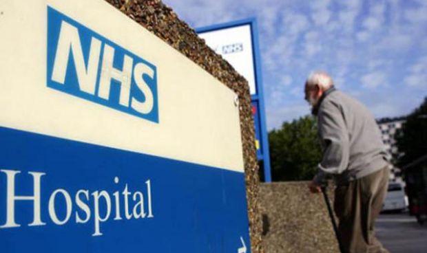 ¿Por qué miles de enfermeras renuncian a su trabajo en Reino Unido?