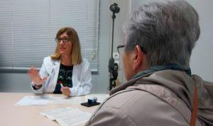 ¿Se puede negar un médico a atender pacientes que no estén en su cupo?