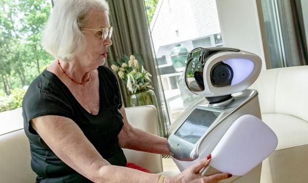 ¿Se puede robotizar la asistencia sanitaria? Llega Sara, el robot enfermero