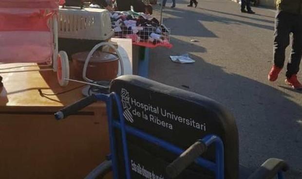 'Se vende' material sanitario de La Ribera (en un mercadillo)