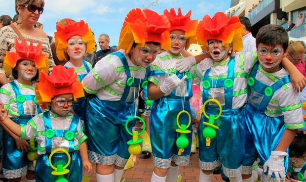 ¿Sin ideas en carnaval? Satse pide que no te disfraces de enfermera sexy