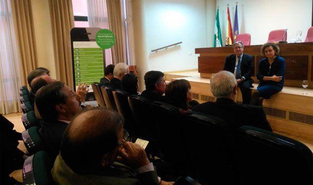 Zoido y Montserrat ayudan a elaborar el programa sanitario del PP andaluz
