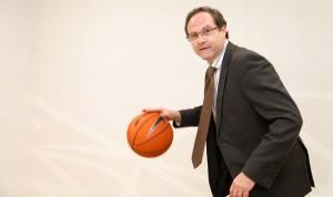 """""""Si la sanidad fuera un equipo de baloncesto, el farmacéutico sería base"""""""