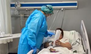 """La enfermera que reparte 'esperanza' en el Covid: """"Es una dosis de alegría"""""""