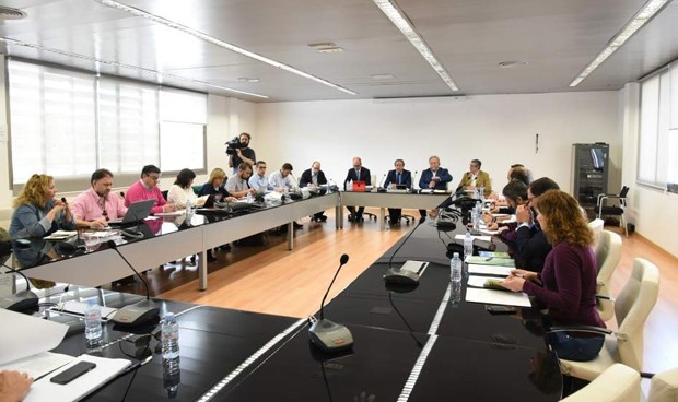 35 horas: Junta y sindicatos planean alegaciones conjuntas a la suspensión