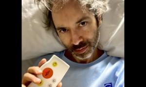A James Rhodes le basta un día de ingreso para amar la Enfermería española