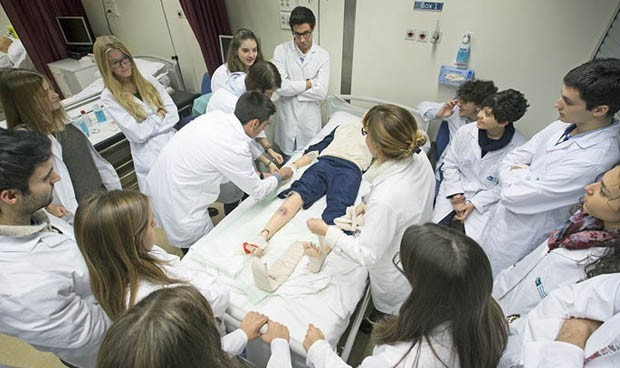 A los estudiantes enfermeros de primero les estresa no encontrar al médico