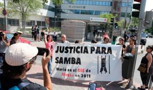 Absuelto el médico acusado de la muerte en 2011 de Samba Martine en un CIE