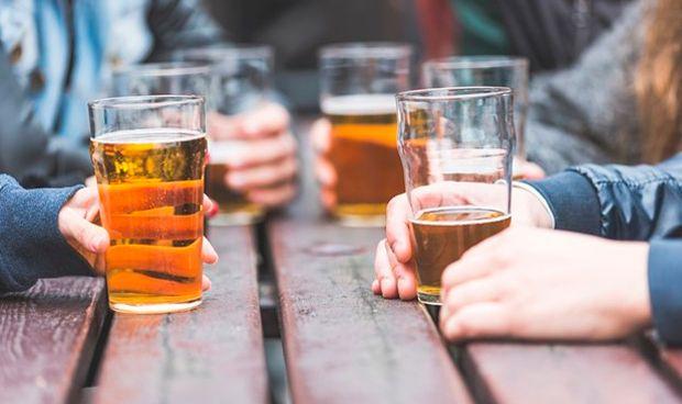 Abusar del alcohol en la adolescencia provoca daños hepáticos en la madurez