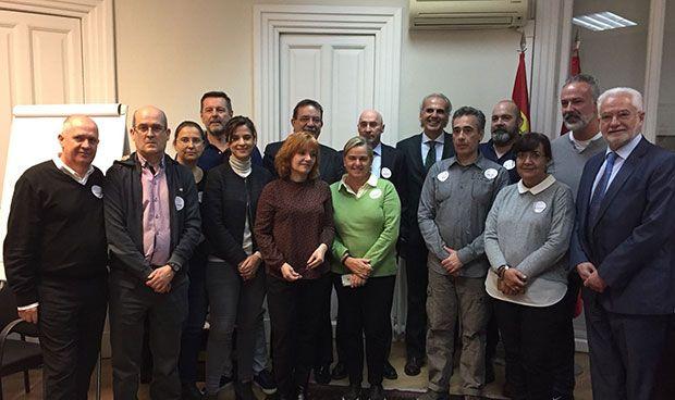Acuerdo Madrid-sindicatos para recuperar la carrera profesional en 2018