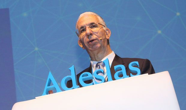 Adeslas consolida su cita anual arropada por todo el sector