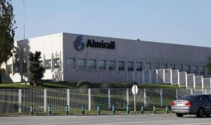 Almirall suspende dos programas de investigación de I+D