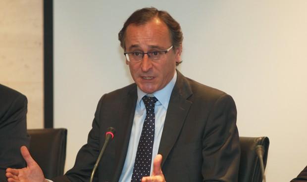 """Alonso apela al """"esfuerzo"""" de las CCAA para cubrir las vacantes de verano"""