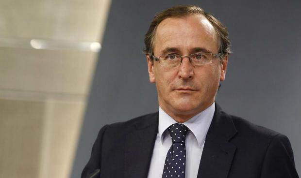 Alonso 'saca' a la sanidad del debate político
