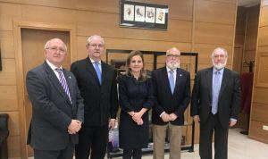 Álvarez pacta con los médicos prestar máxima atención a las demandas de AP