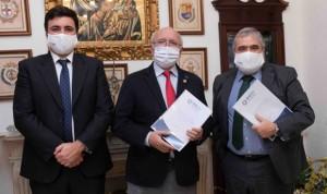 AMA firma con el Colegio de Médicos de Huelva la póliza colectiva de Vida