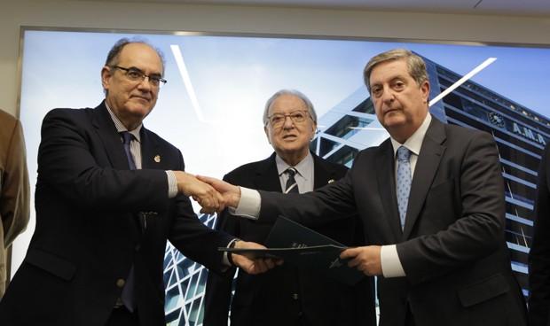 AMA firma con la Enfermería de Sevilla una póliza colectiva