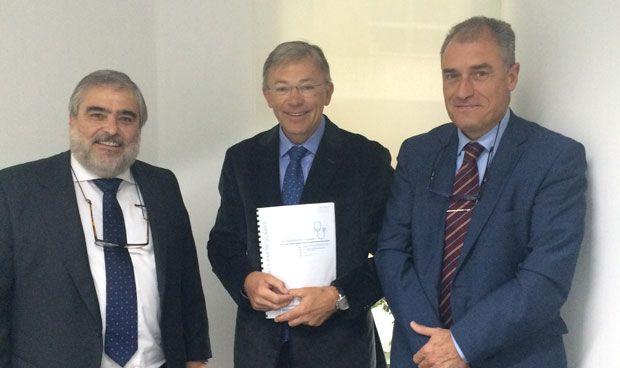 AMA firma una póliza de RCP colectiva con los odontólogos de Valencia