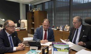 AMA firma una póliza de vida con los médicos de Salamanca y Segovia
