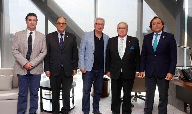 AMA suscribe nuevos acuerdos con los enfermeros de Girona y Ciudad Real