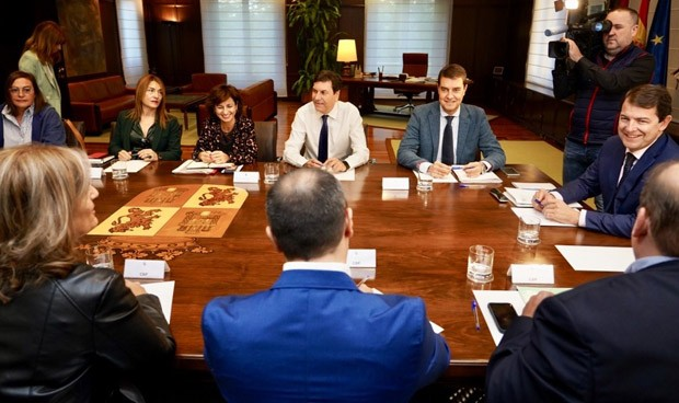 Ambiente relajado en una cumbre negociadora del Sacyl