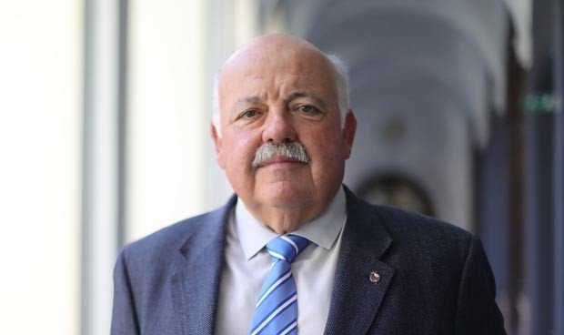Andalucía oferta más de 8.000 contratos para sanitarios en el SAS