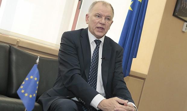 """Andriukaitis: """"Europa no puede plantearse pagar igual todos sus médicos"""""""