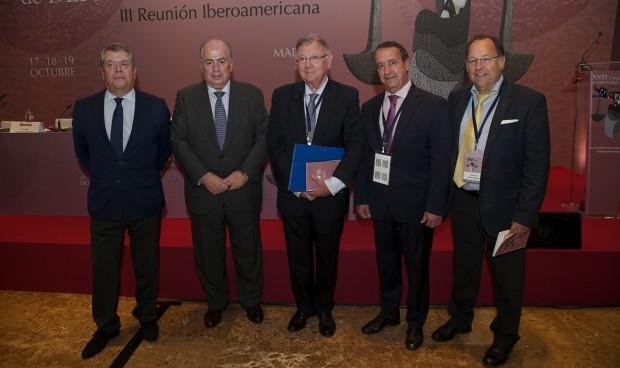 Antivacunas y fármacos experimentales, retos del derecho sanitario en 2019