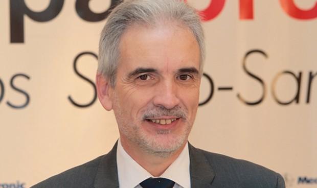 """Aquilino Alonso promete dos hospitales """"mejores"""" en Granada"""