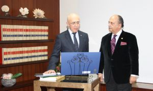 Arjona, nuevo presidente del Consejo de Colegios Profesionales de Médicos