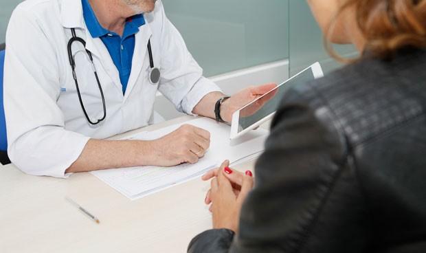 """Atender un paciente nuevo cada 2 minutos: """"No ocurre ni en la guerra"""""""