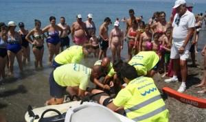 Atienden a un herido en la playa y lo que reciben son críticas por 'lentos'