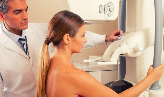 Ayuda al paciente para decidir sobre reconstrucción mamaria a tiro de web