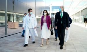 Ayuso anuncia la vacunación masiva contra el Covid a partir de abril