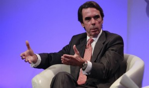 """Aznar pide más recortes y carga contra el """"modelo de bienestar"""""""